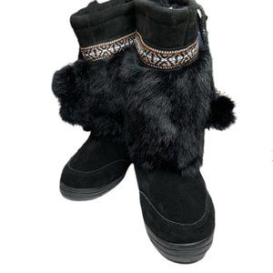 NWOT Minnetonka Mukluk Suede Rabbit Boots.  6
